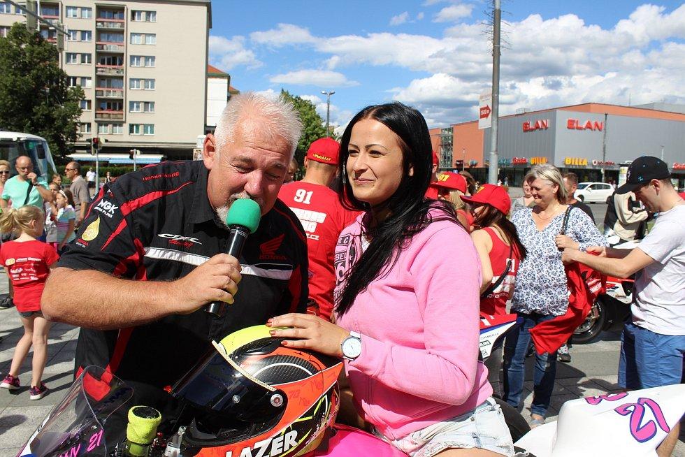 Závodníci Havířovského zlatého kahance se v pátek představili fanouškům v centru Havířova.