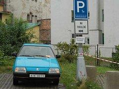 Soukromý pozemek. V Markově ulici jsou vám povolení k parkování nyní k ničemu.