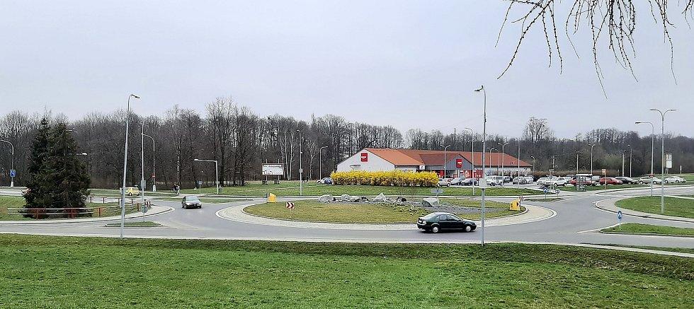 Petřvald. Pohled na kruhový objezd v centru.
