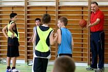 Projekt Basket pro radost je určen žákům druhých až pátých tříd základních škol v Havířově.