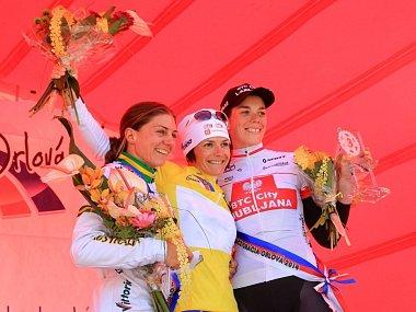 Zleva druhá Australanka Garfoot, vítězka Bzeźna-Bentkowska a třetí Bujak, obě z Polska.