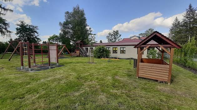 Rekonstrukce polské základní školy a školky na Dolanech ve Stonavě je prakticky u konce. Do začátku nového školního roku zbývá dodělat fasádu.