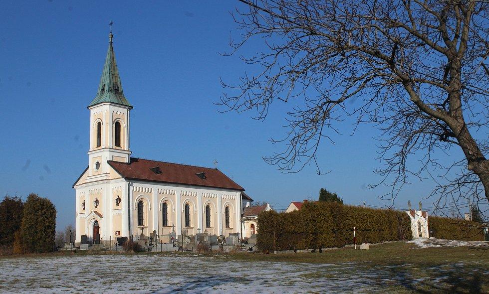 Těrlicko, kostel a hřbitov na Kostelci.