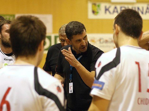 Trenér Daniel Michajlík koučoval svůj poslední zápas na karvinské lavičce.