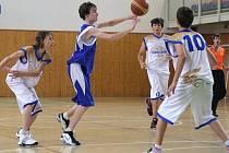 Svazové razítko na kvalitní práci s mládeží obdrželi v minulých dnech z České basketbalové federace v klubu Sokol Karviná.
