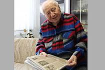 Vladislavu Pęcikiewiczovi je už šestaosmdesát. I přes zdravotní omezení je stále aktivní.