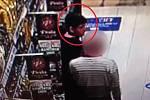 Po tomto mladém zlodějíčkovi pátrají policisté.