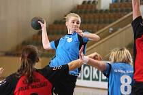 Diana Poláchová (s míčem) pomohla svým výkonem k další výhře Karviné.
