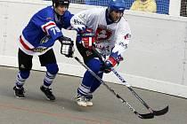 Hokejbalisty Karviné čekali na úvod soutěže nároční soupeři.