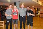 Foto s olympionikem. Zleva Rudolf Kraj mladší, David Polák, stříbrný medailista ze Sydney Rudolf Kraj a Jaroslav Kubíček.