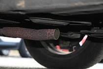 Policisté usvědčili dva zloděje, kteří kradli benzin, katalyzátory a mnoho jiných věcí.