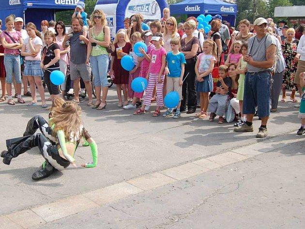 Den s Deníkem se představil v Orlové, kde mohli diváci zhlédnout vystoupení tamních tanečních i uměleckých souborů. Každý soubor byl náležitě odměněn potleskem.