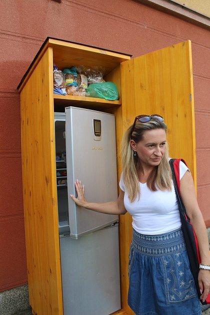 VHavířově vpondělí zahájili provoz tzv. sdílené lednice. kam si pro potraviny může přijít kdokoli. Stejně tak tam nezkažené jídlo může poskytnut ostatním.