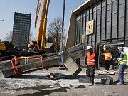 Odstranění Směrníku od havířovského vlakového nádraží.