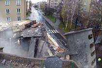 Demolice domu v ulici Obránců míru v Havířově-Šumbarku.