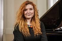 Sbormistryně Kamila Kurníková vede pěvecký sbor Slezan teprve od loňského roku, neváhá ale zakládat novou iniciativu - dětský pěvecký sbor. Vychová si tak novou generaci mladých zpěváků.
