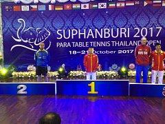 Ivan Karabec (vlevo) si v Thajsku došel pro stříbrnou pozici.