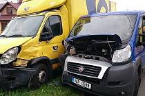 Nehoda dvou poštovních dodávek.