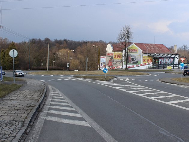 Kvůli rekonstrukci silnice bude v místě kruhového objezdu v Prostřední Suché platit dopravní omezení.