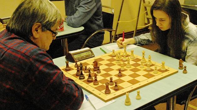 Anna Kubicka na druhé šachovnici přehrála jasně Vlastimila Nedělu a zasloužila se tak o výrazné vítězství Karviné.