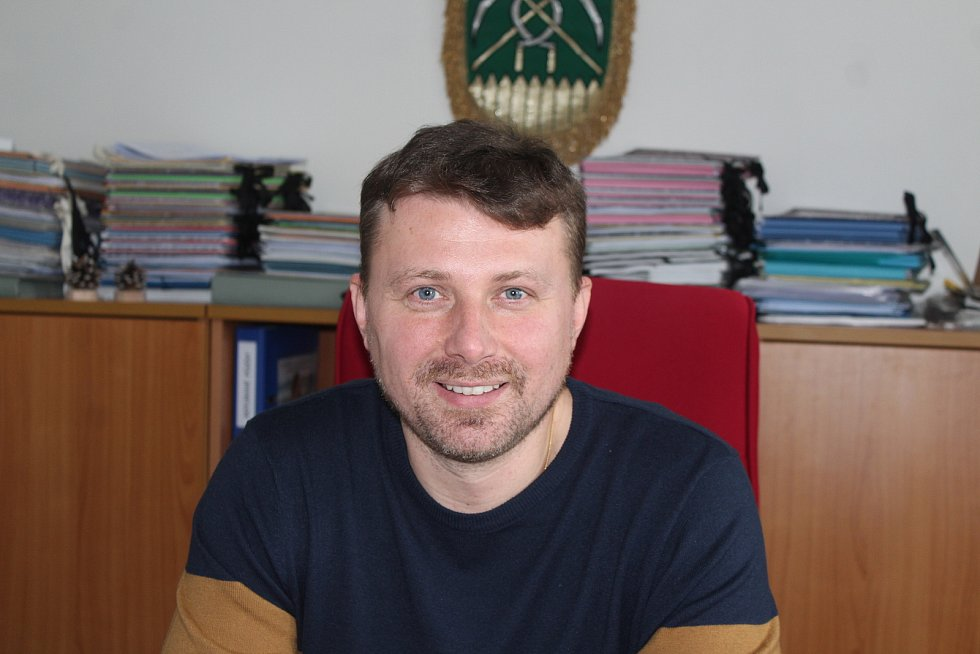 Starosta obce Chotěbuz David Harok.