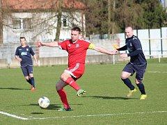 Orlovský Jarmil Kopel (u míče) znovu prokázal svou platnost pro tým.