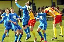 Bohumínští fotbalisté (v modrém) odvedli ve Frýdlantě poctivý výkon. Na body to ale nestačilo.