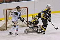 Karvinské hokejistky si spravily chuť v domácí ženské soutěži.