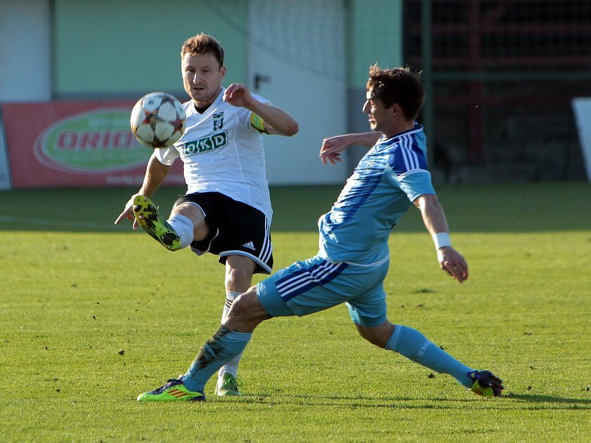 První pohárový duel mezi Karvinou a Mladou Boleslaví (v modrém) vyhráli hosté 1:0.
