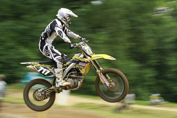 Neděle patřila vPetrovicích motokrosovým závodům.