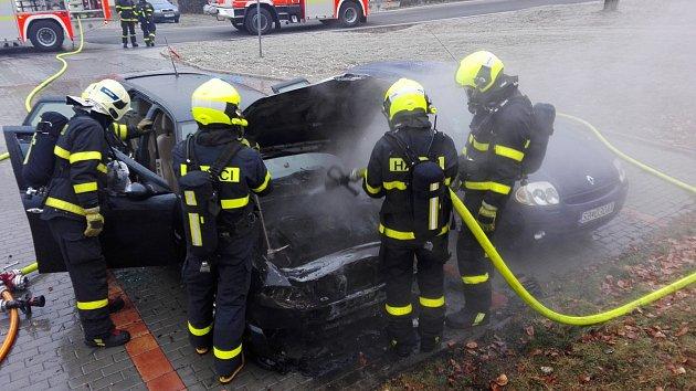 Zásah hasičů u požáru automobilů v Havířově