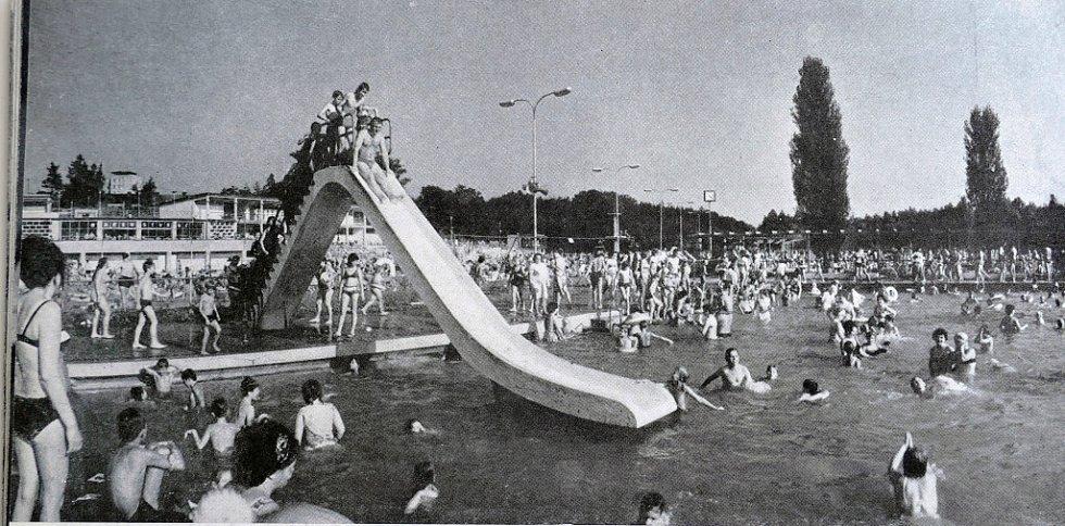 Letní koupaliště v Havířově v minulosti. Ilustrační foto.