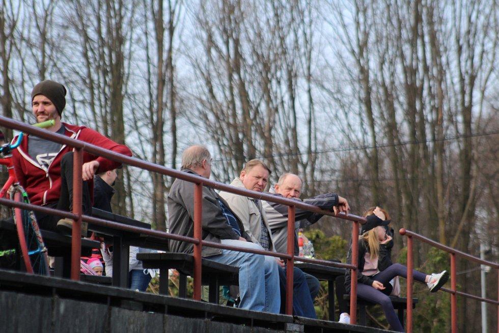 Diváci sledují remízové derby. Skončilo 4:4.