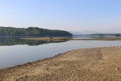 Těrlická přehrada za snížené hladiny.