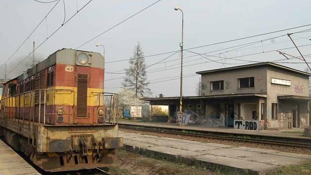 Ruina vlakové zastávky v Karviné–Darkově ještě letos zmizí.