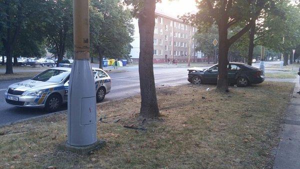 Nehoda osobního automobilu na Národní třídě vHavířově.