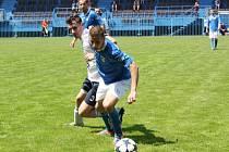 Havířovští fotbalisté (v modrém) vůbec nezvládli domácí utkání s Lískovcem.