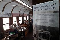 V budově knihovny v polském Těšíně naproti divadlu vznikla kavárna ve stylu tramvajového vozu.