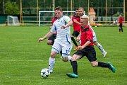 Fotbalisté TJ Petřvald (v bílém) si na závěr okresního přeboru Karvinska poradili s Viktorií Bohumín 11:0.
