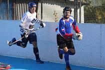 Vyrazit podpořit můžete hokejbalisty Karviné, kteří hrají o postup do vyřazovací fáze.