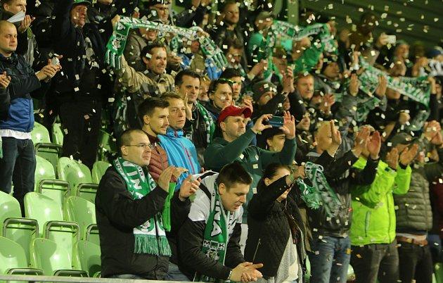 Nevýhodou je, že pro domácí zápas sPříbramí nebude na stadionu moct být víc než pár stovek diváků. Kapacita je 500osob.