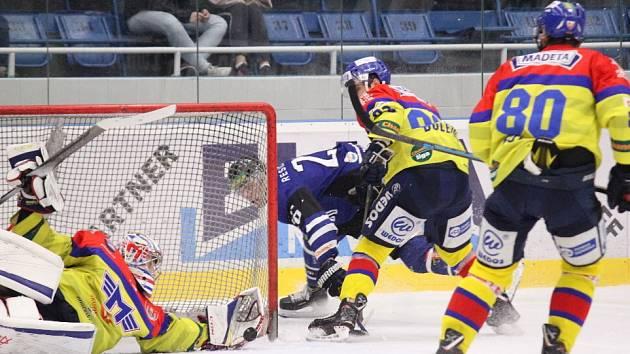 Čtvrté utkání série mezi Havířovem (v modrém) a Českými Budějovicemi opanovali opět Jihočeši.