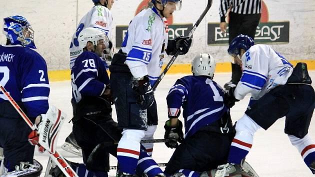 Hokejisté Orlové bojují ve druhé lize o přežití.