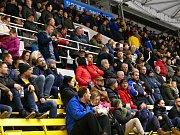 Pohled na střídačku a tribuny havířovského zimního stadionu