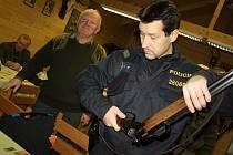 Společnému honu myslivců ve Stonavě předcházela policejní kontrola.