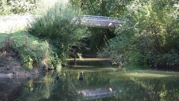 Řeka Lučina v Havířově.