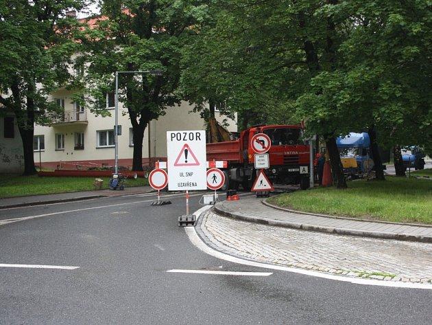 Stavba kanalizace v ulici SNP.