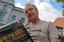 Vladimír Pustowka a jeho kniha o dvanácti bohumínských osobnostech.