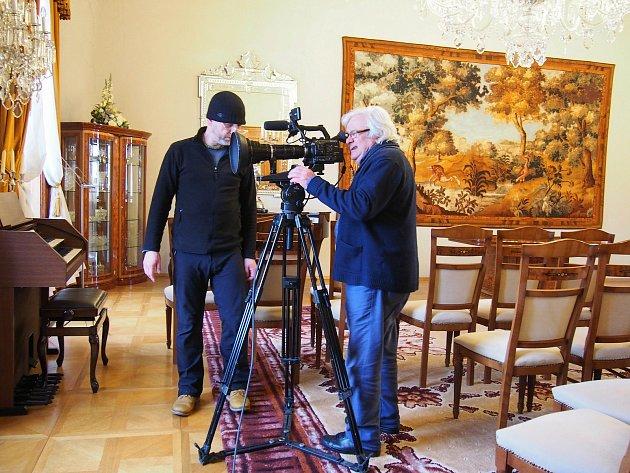 První záběry pohádky pořídili filmaři na karvinském zámku už letos vúnoru.