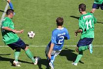 Havířovští fotbalisté (v modrém) porazili Slavičín.